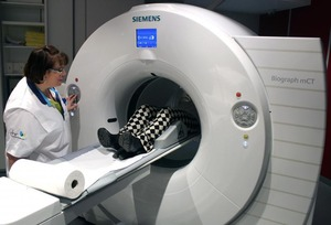 Un PET-CT à large rayon d'action